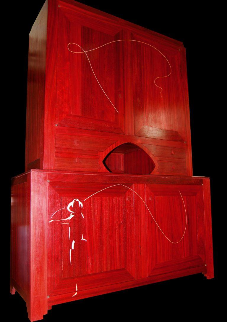 Buffet «Pêcheur» en padouk – marqueterie de sycomore – Finition: patine à la cire