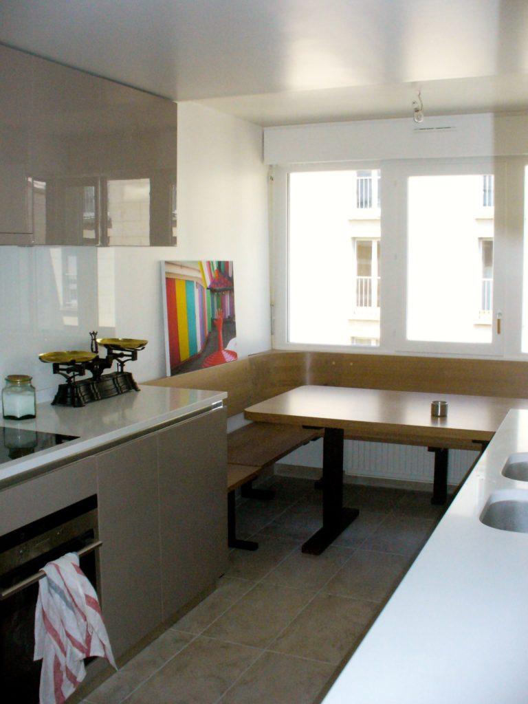Cuisine et salon: Table de cuisine et banquette en chêne